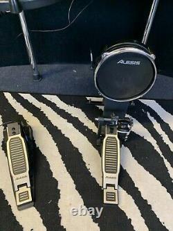 Alesis command mesh electronic drum set / drum kit
