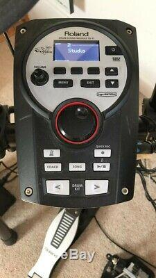 Roland TD-11 Electronic Drum Kit + Roland and 2 Sonix foot pedals+Kustom speaker
