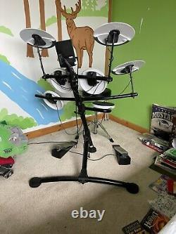 Roland TD-1K Electronic V Drum Kit. Includes drum sticks